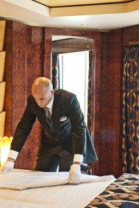 Butler im Yacht Club der MSC Fantasia (Bild MSC Kreuzfahrten)