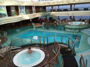 Pool auf der MSC Fantasia (Bild www.blog-kreuzfahrt.ch)