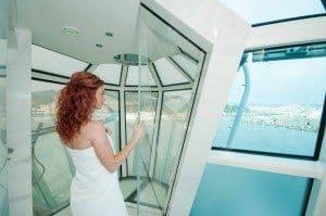 Ein Traum: Die Dusche in der Reflection Suite auf der Celebrity Reflection (Bild Celebrity Cruises)