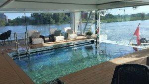 Moderne Flusskreuzfahrtschiffe wie die MS Emerald Dawn verfügen gar über einen Swimming Pool (Bild Stieger)
