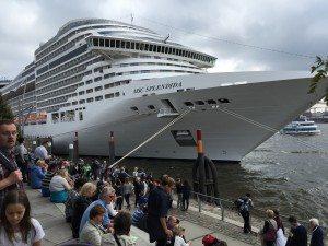 MSC Splendida im Hamburger Hafen (Bild Stieger)