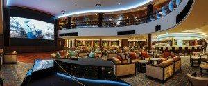 Atrium mit Bar auf der Norwegian Escpae (Bild Norwegian Cruise Line)
