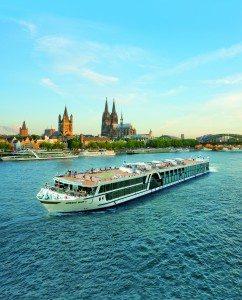 Die Amadeus Silver II vor Köln (Bild Lüftner Cruises)
