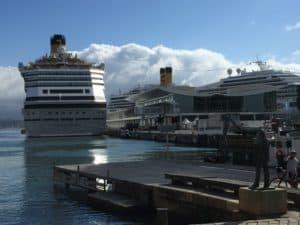 Die Costa Favolosa im Hafen von Savona (Bild Stieger)