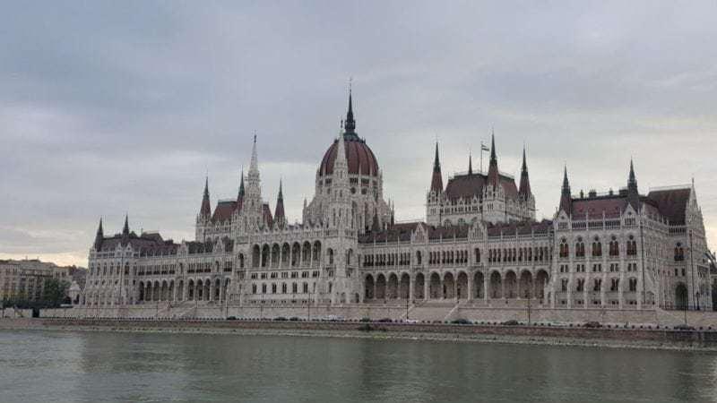 Ein wunderschönes Gebäude, das Parlament in Budapest