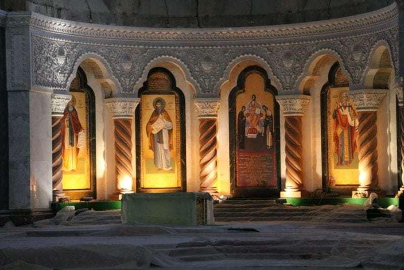 Seit über 100 Jahren wird in der Kirche der Heiligen Sava gebaut und noch immer ist man nicht fertig