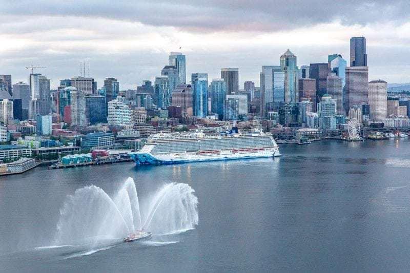 Norwegian Bliss schreibt in Seattle Geschichte