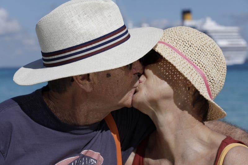 Starfotograf Oliviero Toscani zeigt die Glücksmomente einer Costa Kreuzfahrt