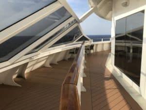 Grosser, offener und geschlossener Balkon der Royal Suite 16 008