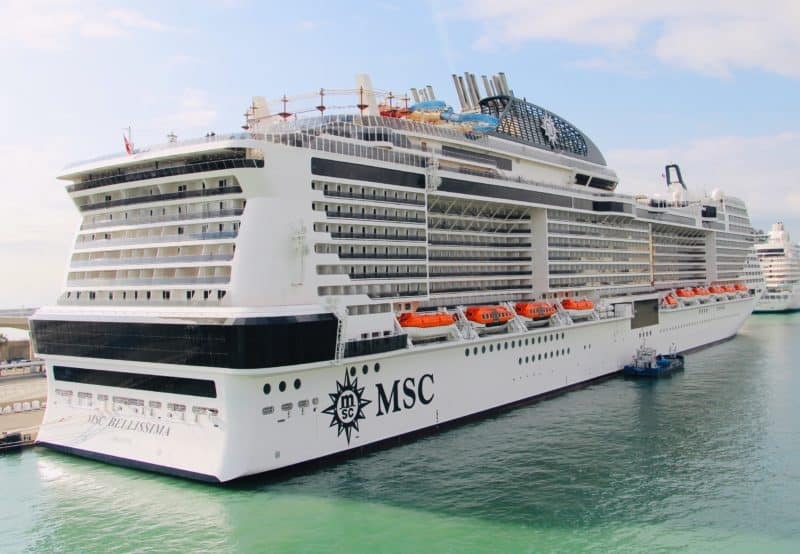 MSC Bellissima im Hafen von Barcelona (Bild Stieger)
