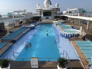 25 Meter lang ist der Pool auf der Mein Schiff 2 (alle Bilder Stieger)
