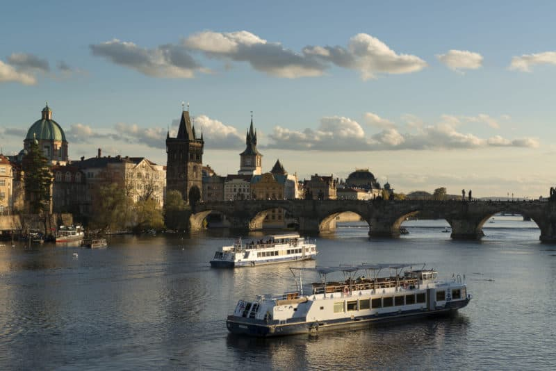 Moldau mit Karlsbruecke (Foto Prague City Tourism)