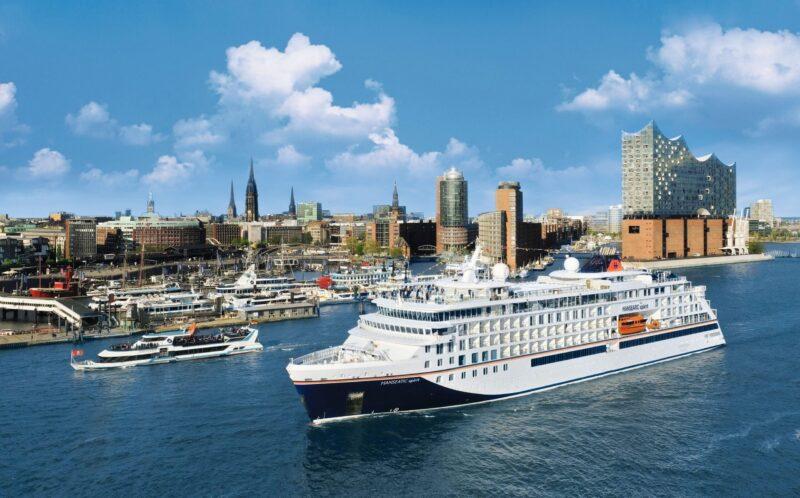 Hanseatic spirit vor der Elbphilharmonie in Hamburg (Foto Hapag-Lloyd Cruises)
